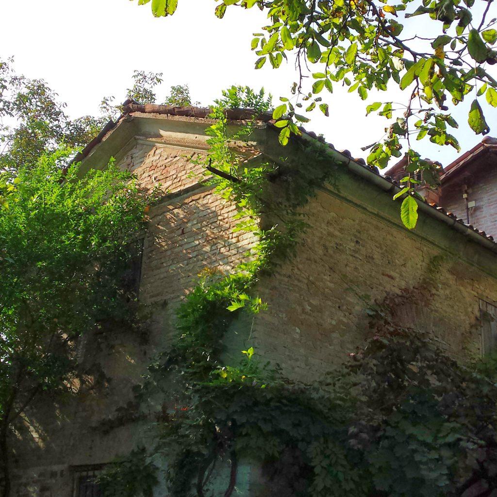 L'oratorio accanto alla pieve di Panzano in provincia di Modena
