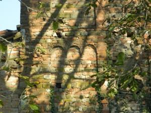 Storia del vino lambrusco: la facciata della torre